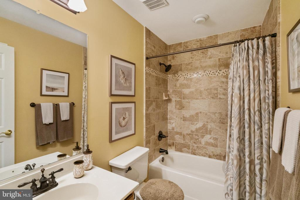 2nd full bath UL - 6411 SPRINGHOUSE CIR, CLIFTON