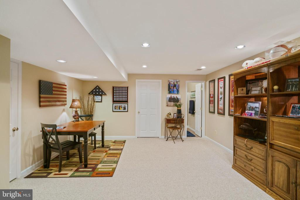 Game area for fun - 6411 SPRINGHOUSE CIR, CLIFTON