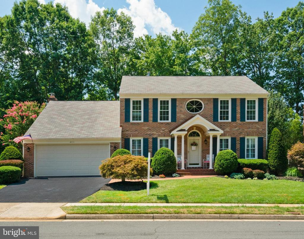 Stunning curb appeal - 6411 SPRINGHOUSE CIR, CLIFTON