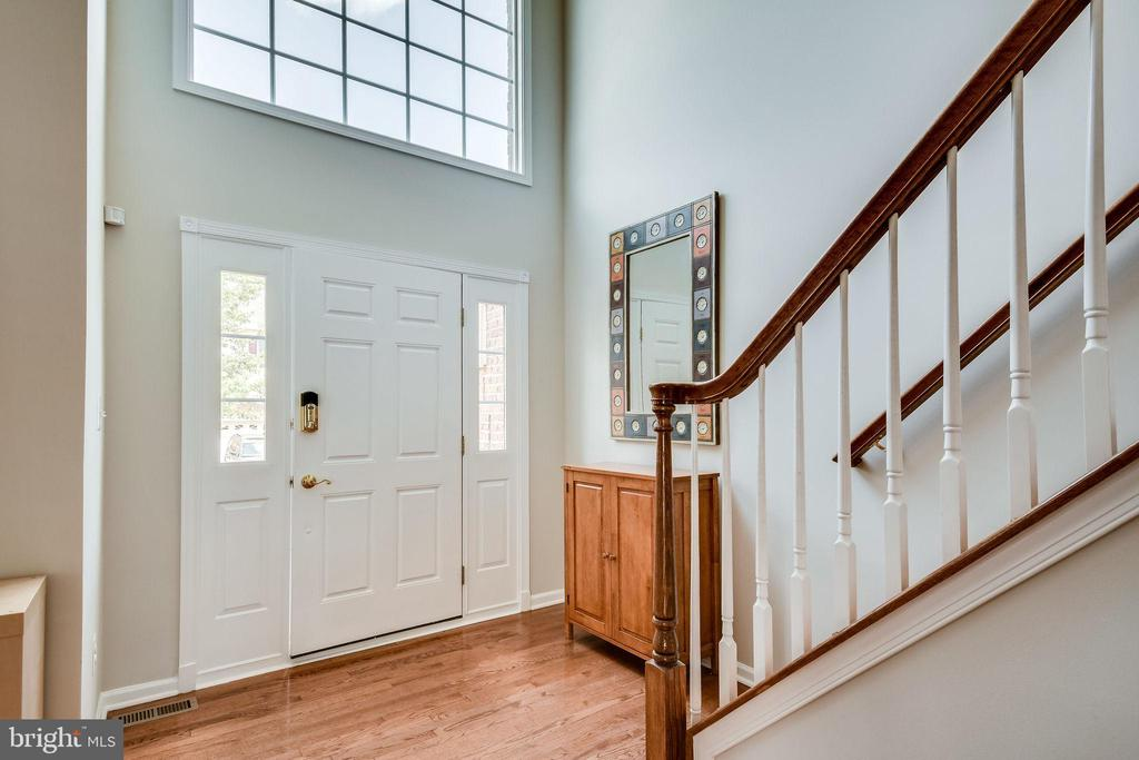Two-Story Foyer - 25973 STINGER DR, CHANTILLY