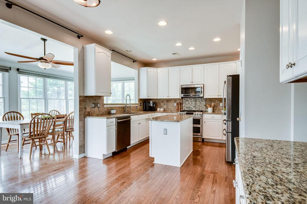 Breakfast Area w/ Space for Table - 25973 STINGER DR, CHANTILLY