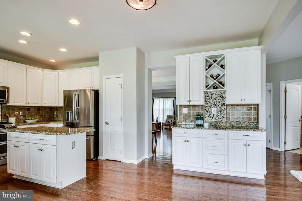 Pantry & Expanded Cabinetry - 25973 STINGER DR, CHANTILLY