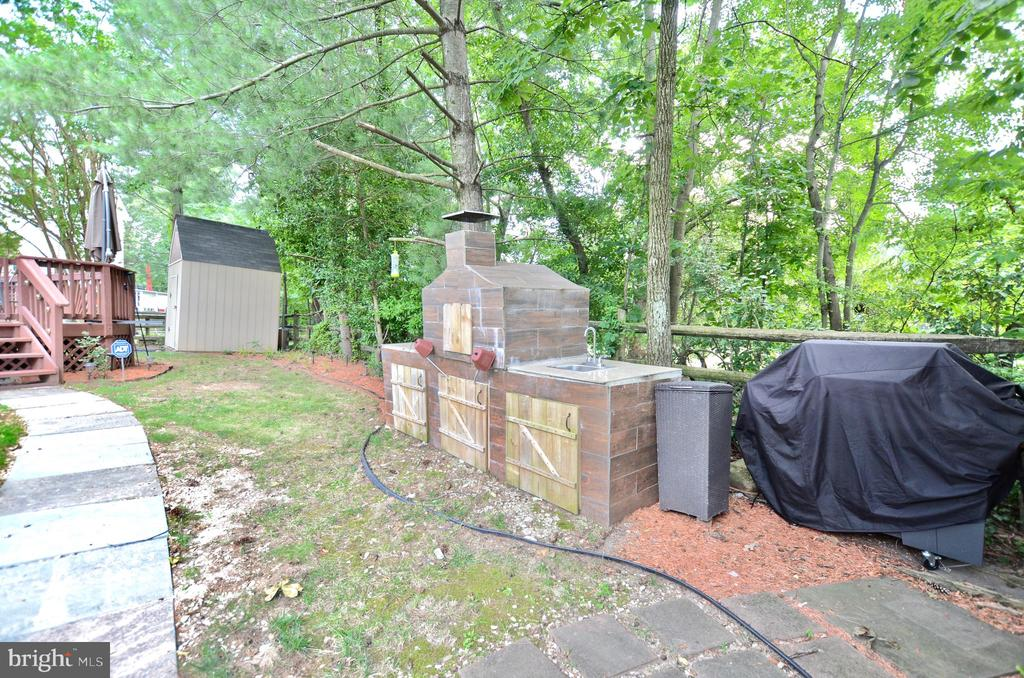 Wood stove - 46521 HOLLYMEAD PL, STERLING