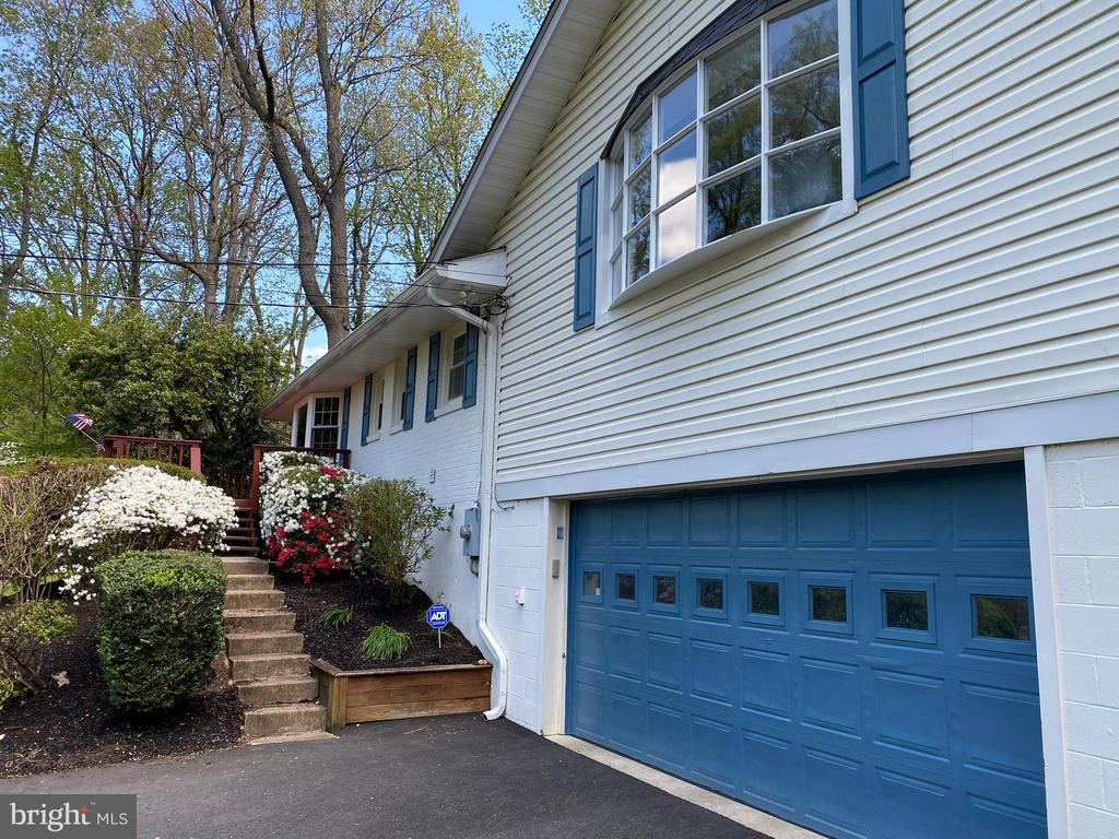 2 car garage, and there's also a detached garage! - 5708 GLENWOOD CT, ALEXANDRIA