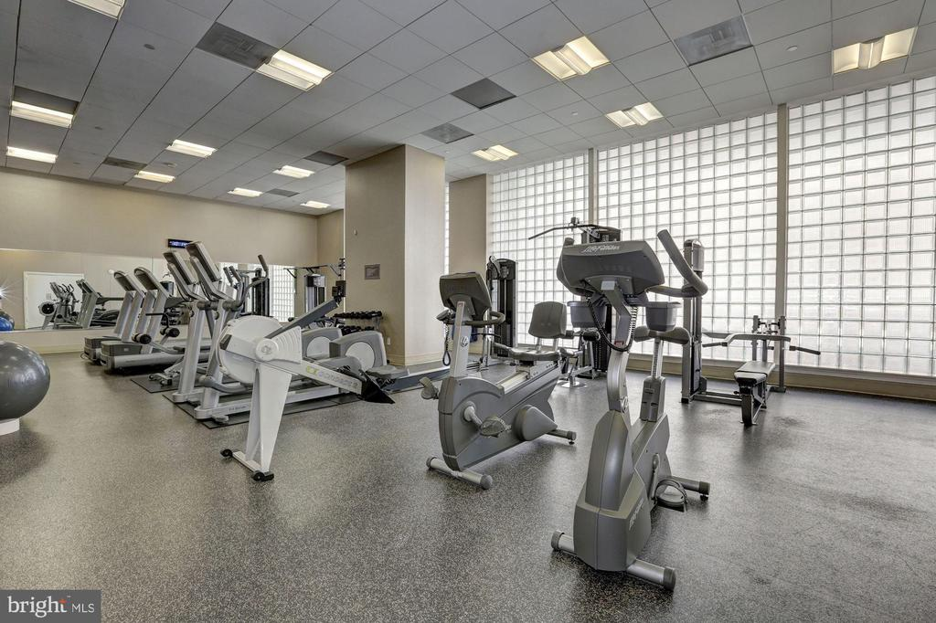 Large Well-Equipped Gym! - 1020 N HIGHLAND ST #821, ARLINGTON