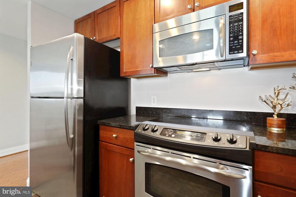 Stainless Appliances! - 1020 N HIGHLAND ST #821, ARLINGTON