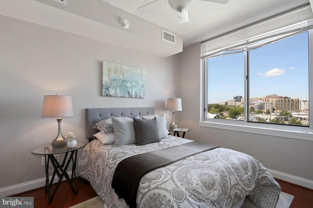 Light, Bright and Private! - 1020 N HIGHLAND ST #821, ARLINGTON