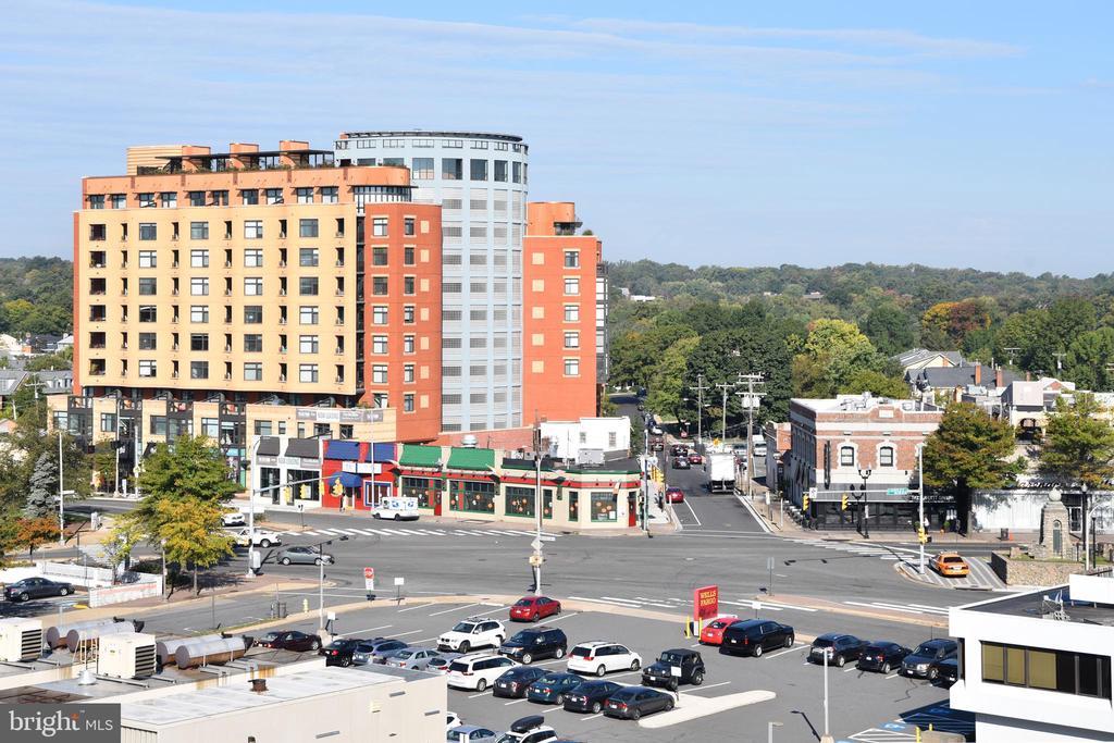 View Toward Clarendon Plaza! - 1020 N HIGHLAND ST #821, ARLINGTON