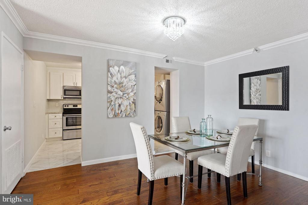 Dining area leads in to the kitchen - 1600 N OAK ST #1716, ARLINGTON