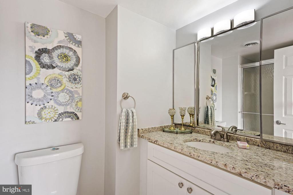 Second en-suite bathroom - 1600 N OAK ST #1716, ARLINGTON