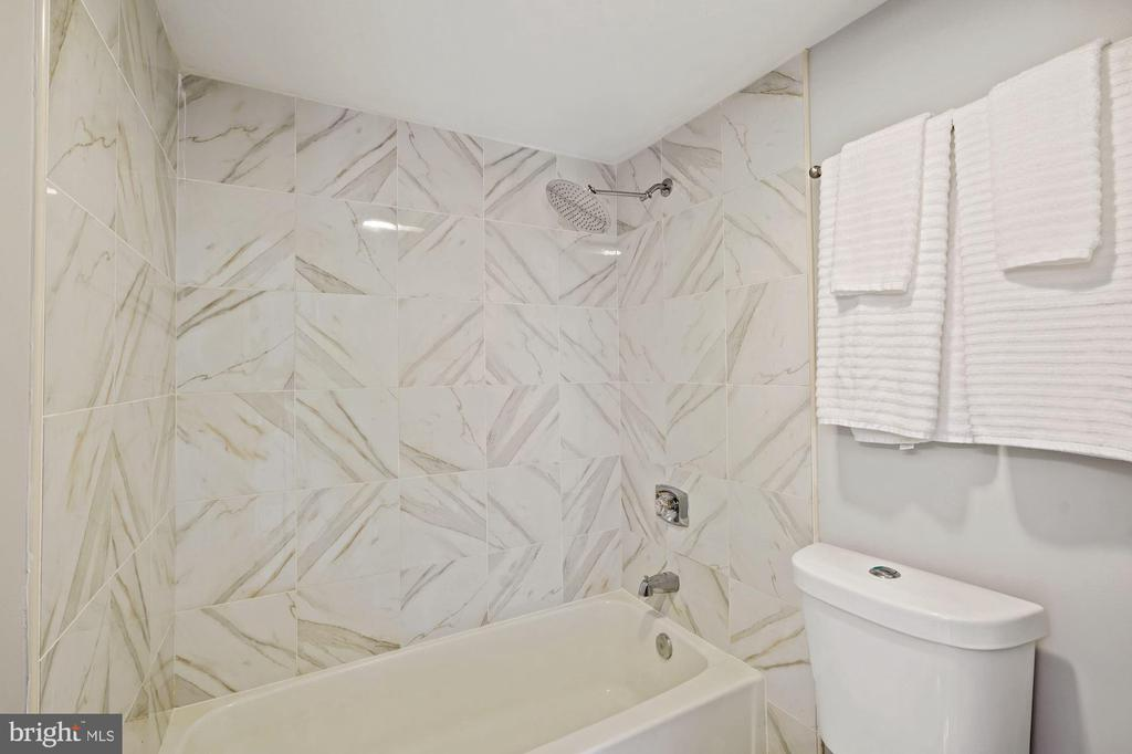 Primary bathroom - 1600 N OAK ST #1716, ARLINGTON