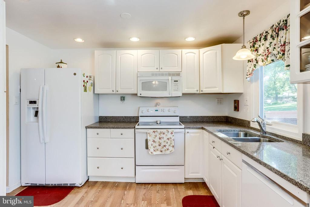 Updated kitchen with bright white cabinets - 128 N GARFIELD RD, STERLING