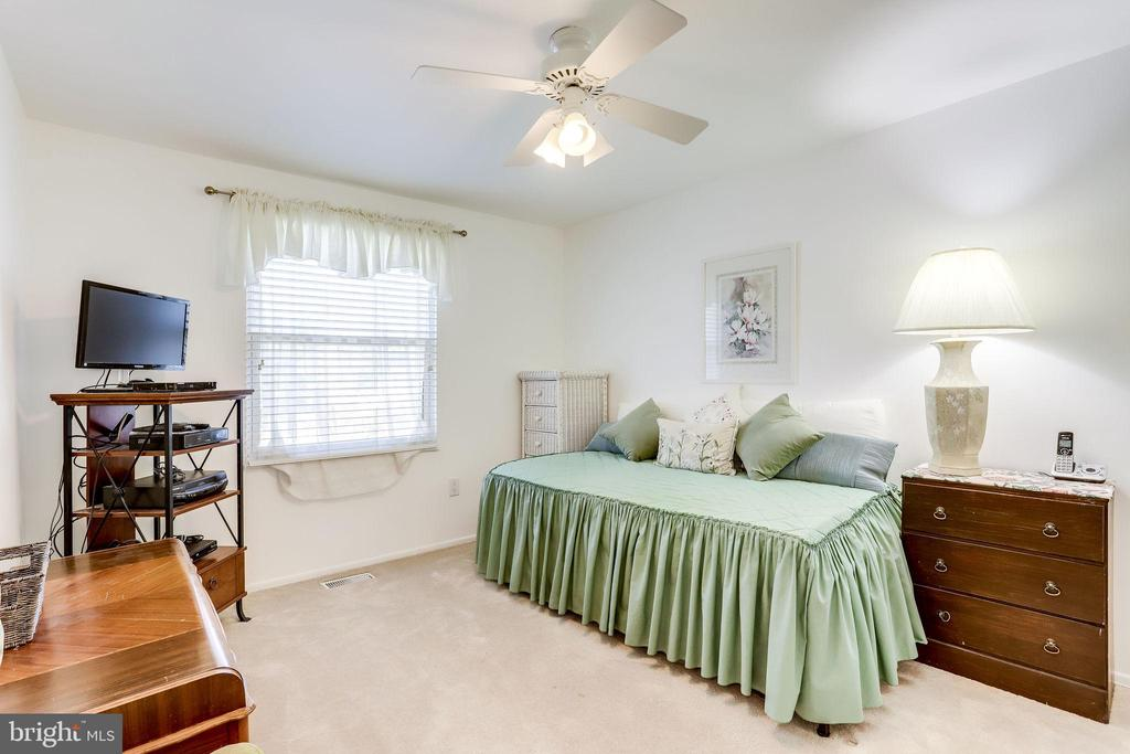 All bedrooms have ceiling fans - 128 N GARFIELD RD, STERLING