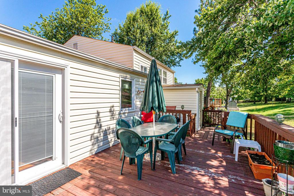 Plenty of room for dining and grilling - 128 N GARFIELD RD, STERLING