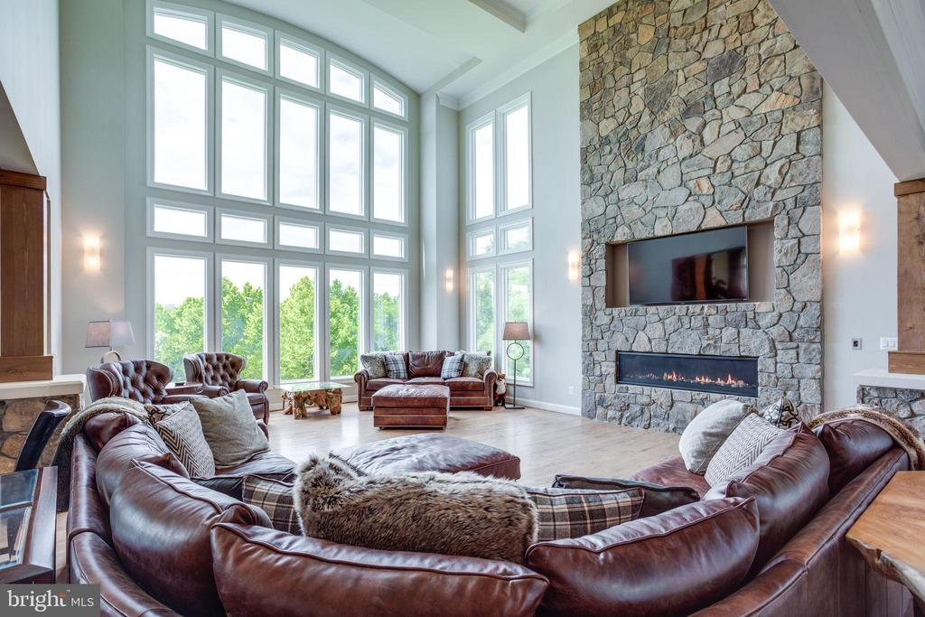 Family Room w/Floor to Ceiling Stone Wall - 41820 RESERVOIR RD, LEESBURG