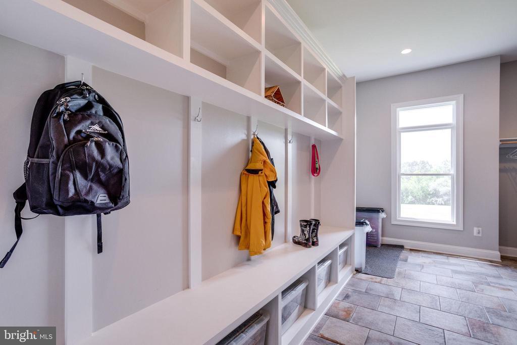 Mud Room w/Built In's - 41820 RESERVOIR RD, LEESBURG