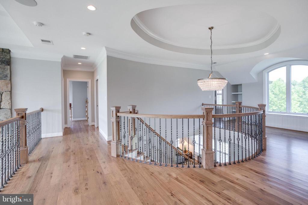Upper Hallway w/Hickory Wood Floors - 41820 RESERVOIR RD, LEESBURG
