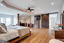 Master Suite w/Sliding Barn Door - 41820 RESERVOIR RD, LEESBURG