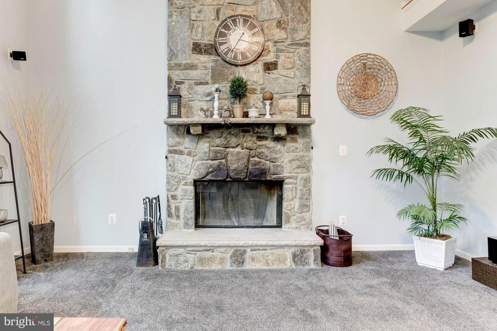 Stone Fireplace - 26048 IVERSON DR, CHANTILLY