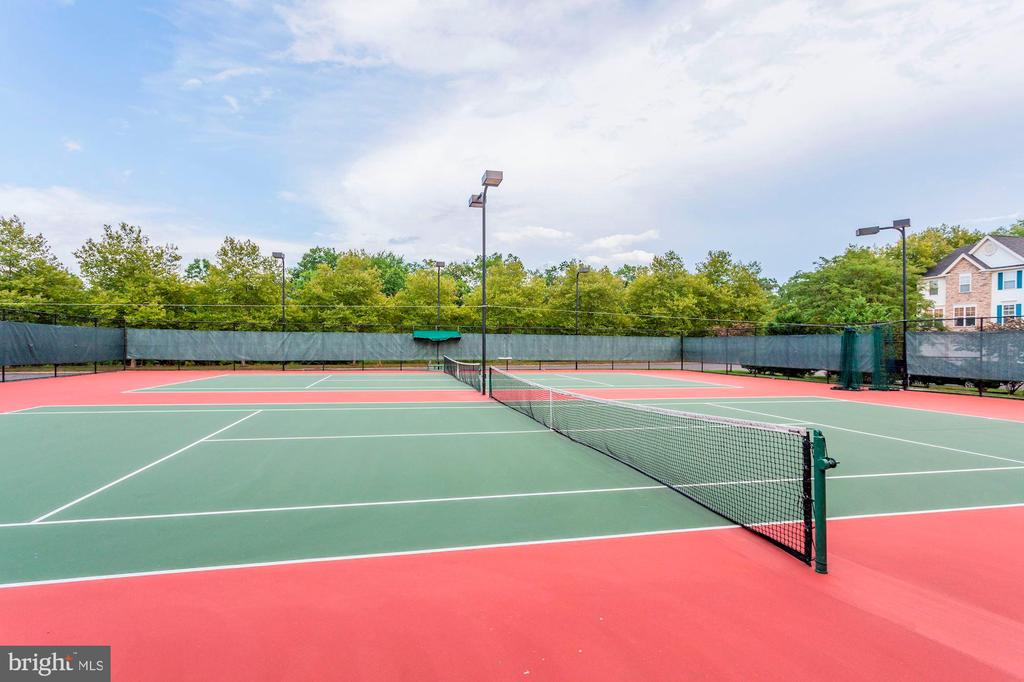 Community Tennis Courts - 26048 IVERSON DR, CHANTILLY