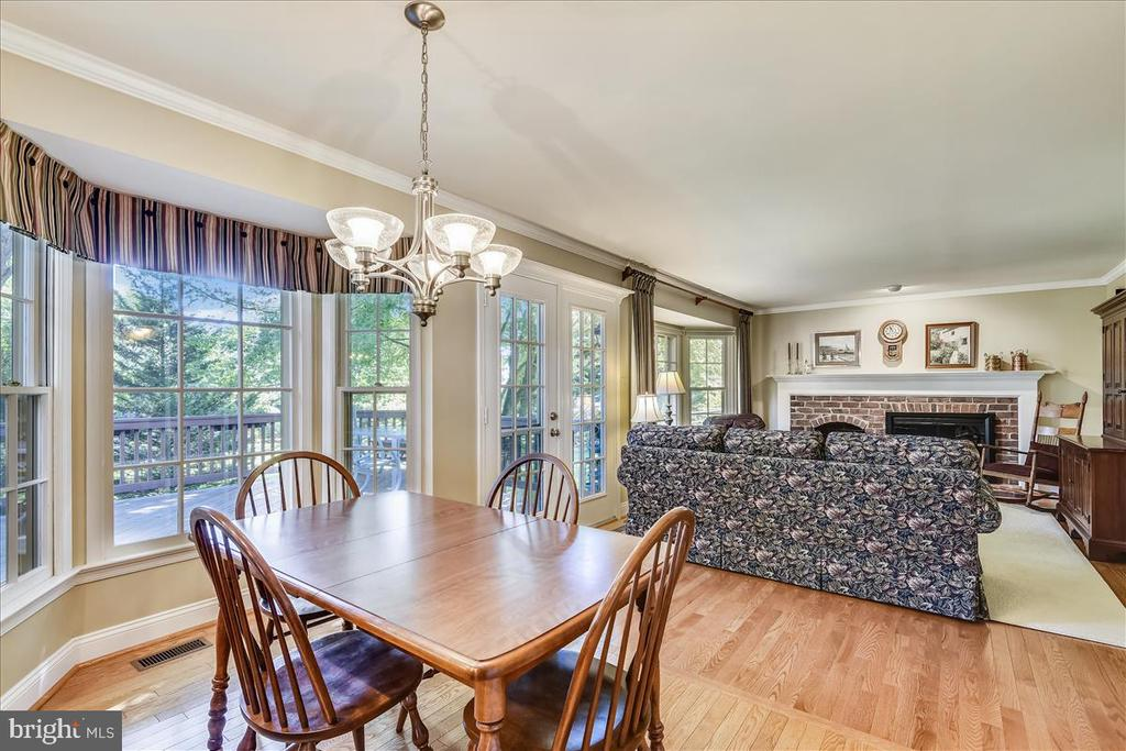 Hardwood floors on main level & deluxe millwork - 14826 HUNTING PATH PL, CENTREVILLE