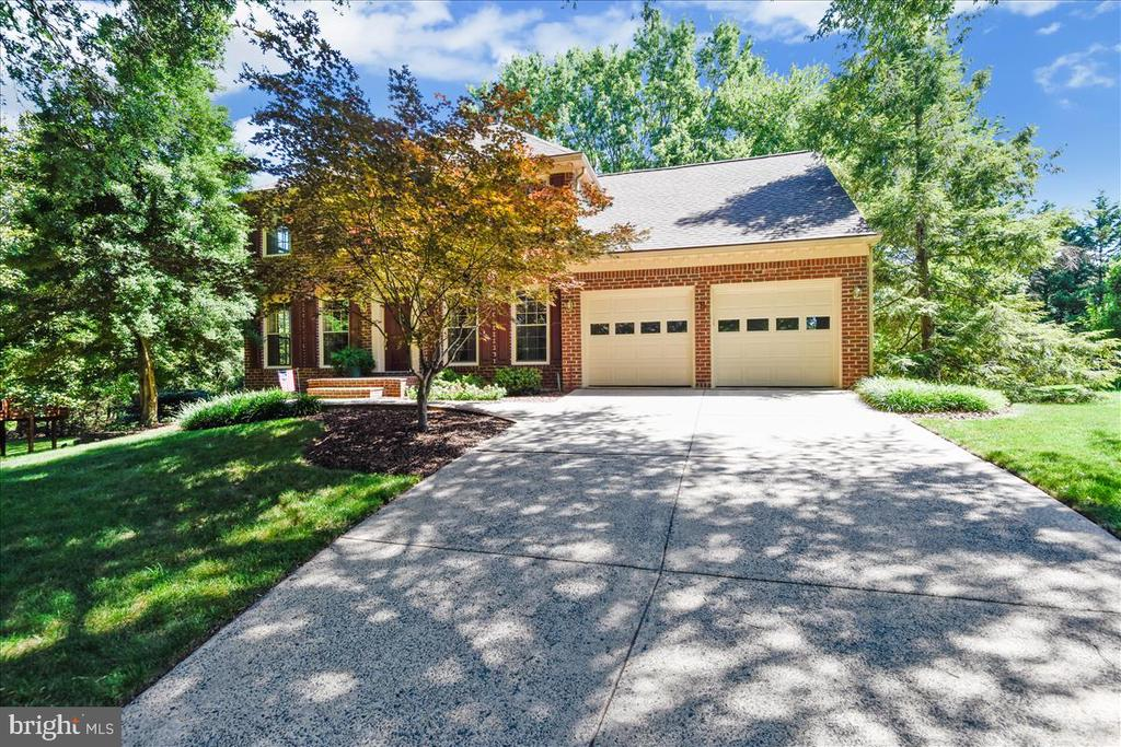2 car garage, with insulated doors - 14826 HUNTING PATH PL, CENTREVILLE