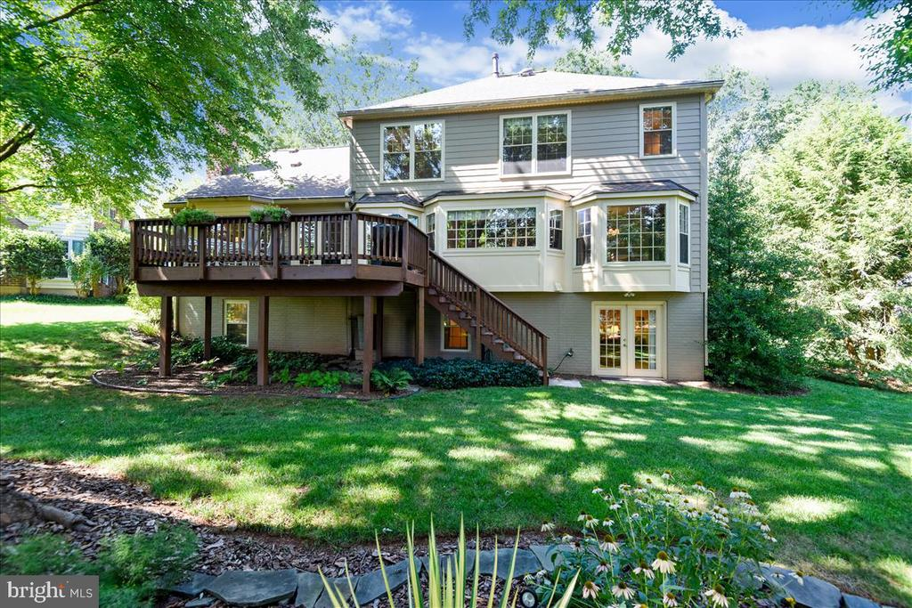 Beautiful landscaping and updated deck. - 14826 HUNTING PATH PL, CENTREVILLE