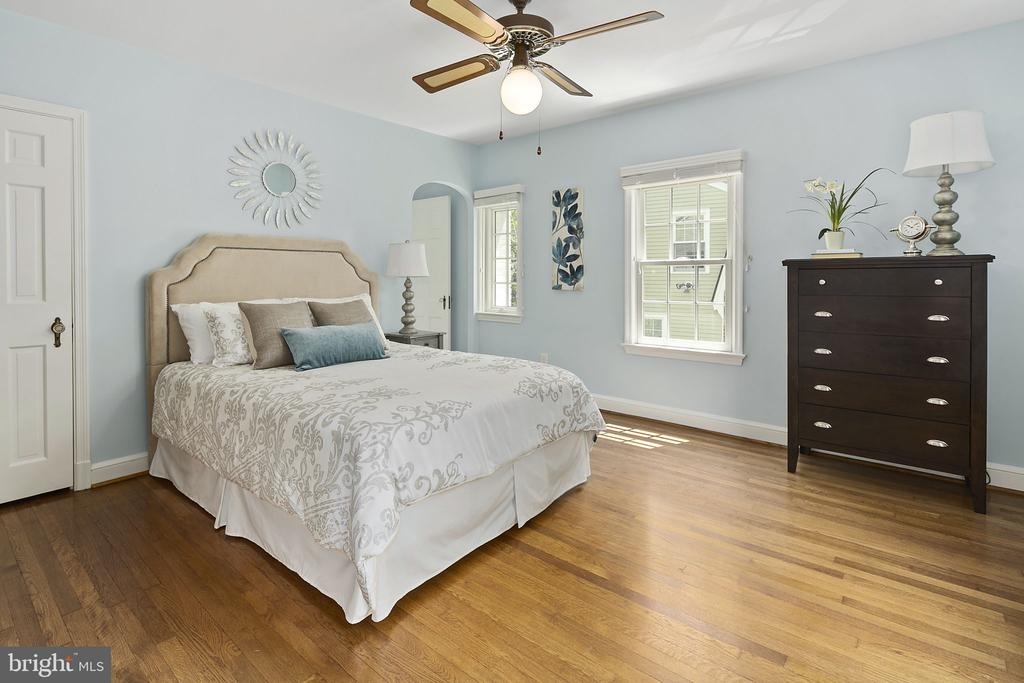 Master Bedroom with two closets - 1805 N HARVARD ST, ARLINGTON