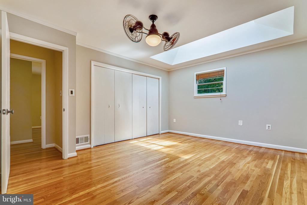 Master Bedroom - 6811 WINTER LN, ANNANDALE