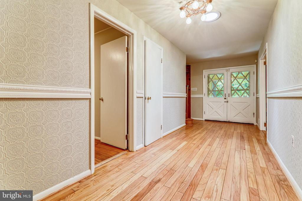 Entry Hall - 6811 WINTER LN, ANNANDALE