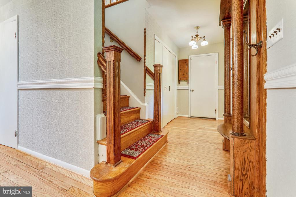 Entryway Built-in Hall Tree with Bench & Mirror - 6811 WINTER LN, ANNANDALE