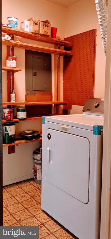 Full size dryer - 995-J HEATHER RIDGE DR #4J, FREDERICK