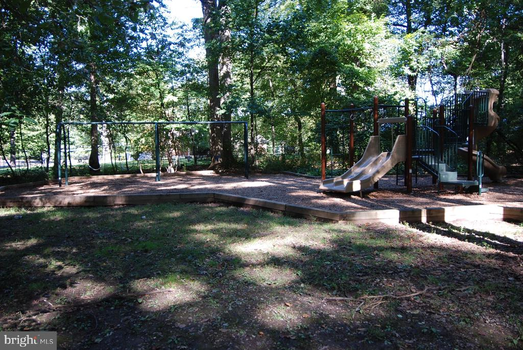 Trails, tennis, basketball, playground & more! - 8327 STONEWALL DR, VIENNA
