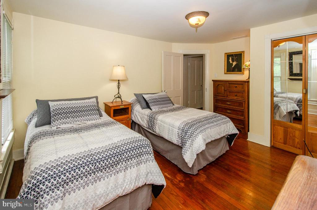 Spacious Bedroom 2 - 16 UNION ST NW, LEESBURG