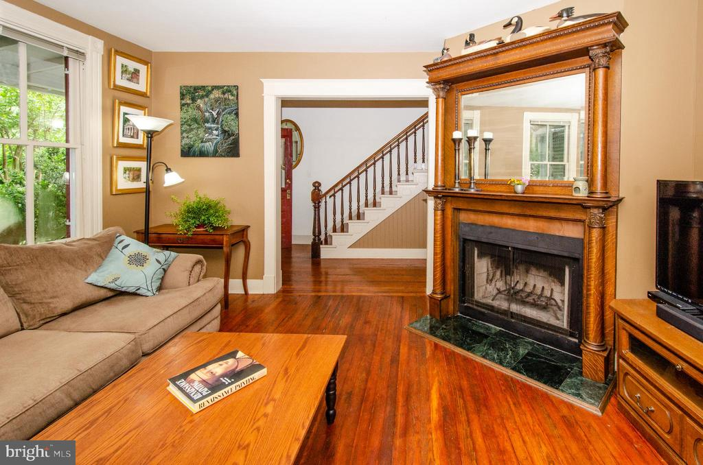 Warm and Inviting Interior - 16 UNION ST NW, LEESBURG