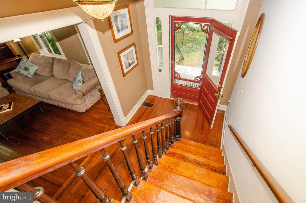 Special Old Home Ambiance exudes throughout! - 16 UNION ST NW, LEESBURG