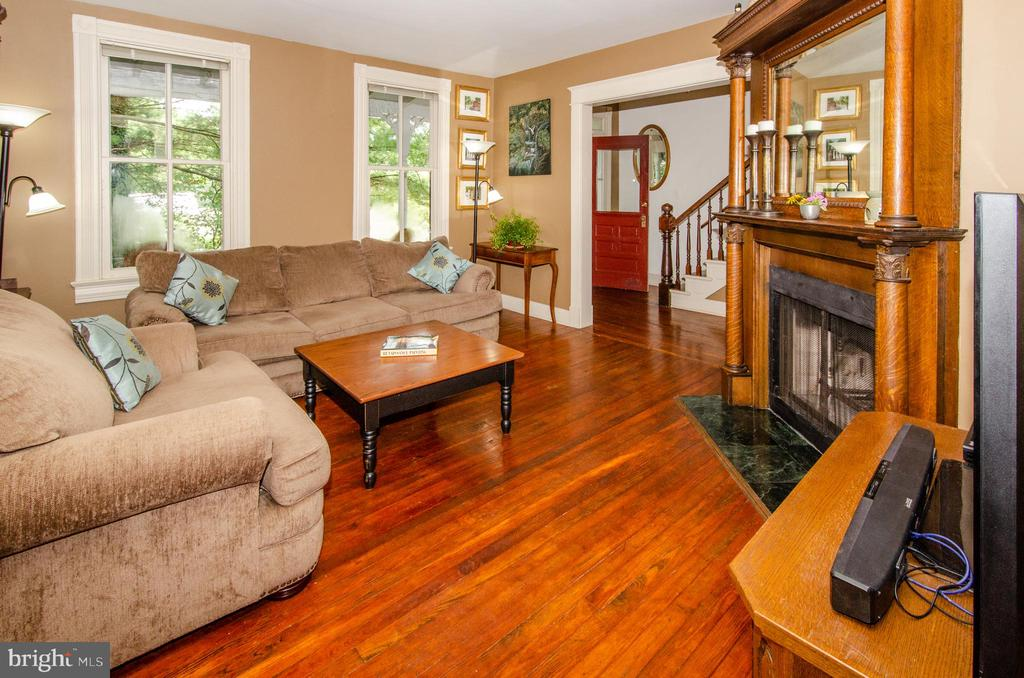 Wonderful wood burning fireplace in Living room! - 16 UNION ST NW, LEESBURG