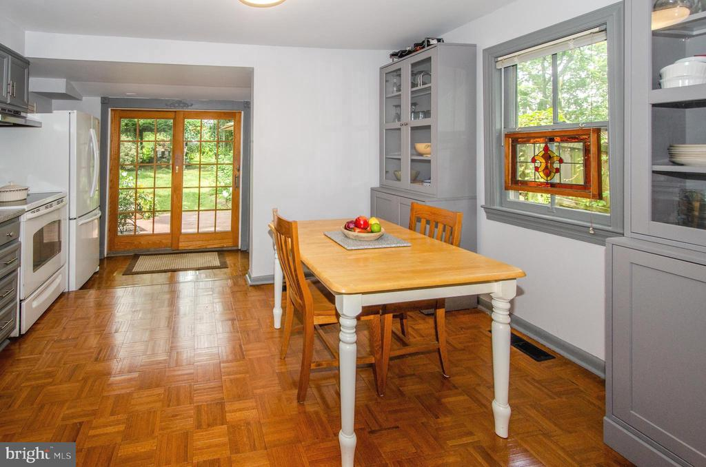 Walk in Pantry just to right of French Doors - 16 UNION ST NW, LEESBURG