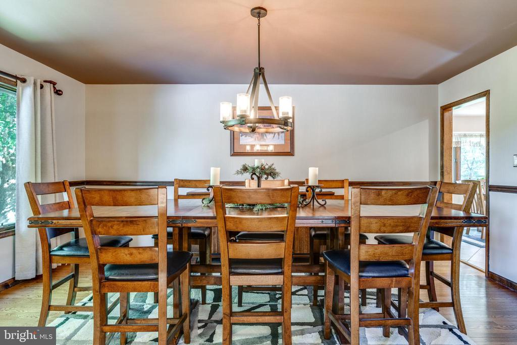 Large 17' Dining Room with Chair Railing - 1676 LOUDOUN DR, HAYMARKET