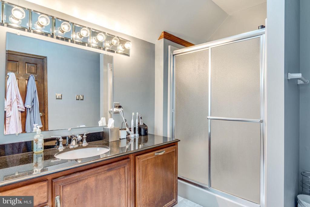 Master Bathroom - 1676 LOUDOUN DR, HAYMARKET