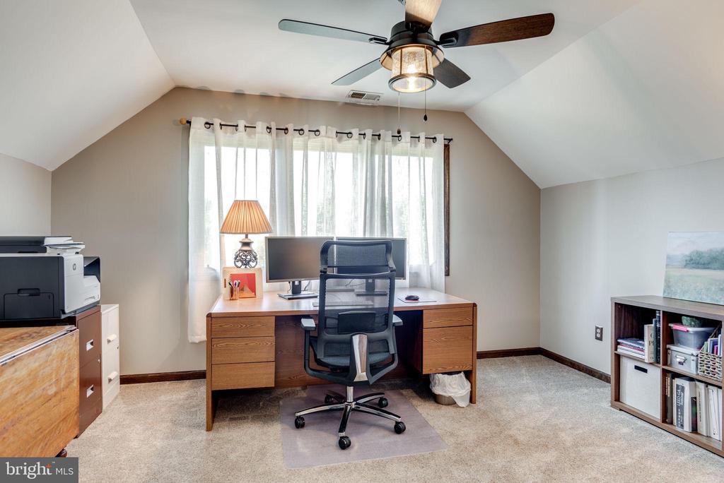 Bedroom 1 Top Level - 1676 LOUDOUN DR, HAYMARKET