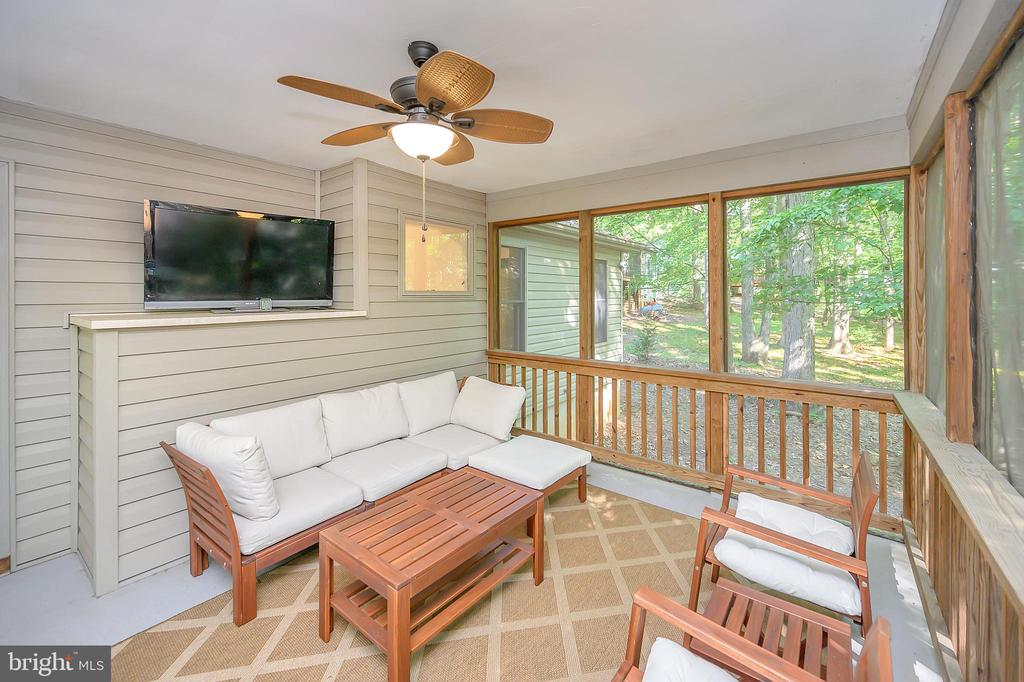 Screen Porch Living at its best off the Liv Rm - 111 SILVER SPRING DR, LOCUST GROVE
