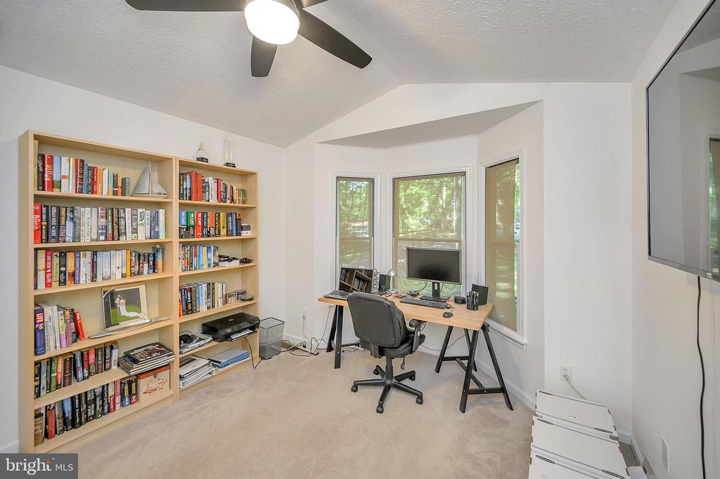 Office or BedRm 3 - 111 SILVER SPRING DR, LOCUST GROVE