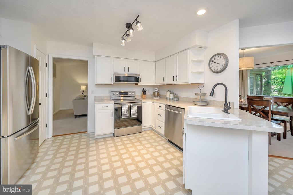 Stainless Appliance & formica counter kitchen - 111 SILVER SPRING DR, LOCUST GROVE