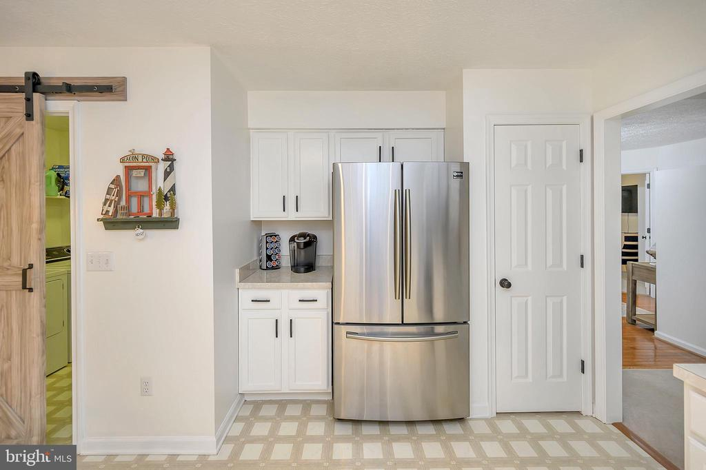 Appliances are only 3yrs young-barn dr to lndry - 111 SILVER SPRING DR, LOCUST GROVE