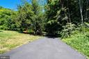 Long Private Driveway - 8848 CREEKSIDE WAY, SPRINGFIELD