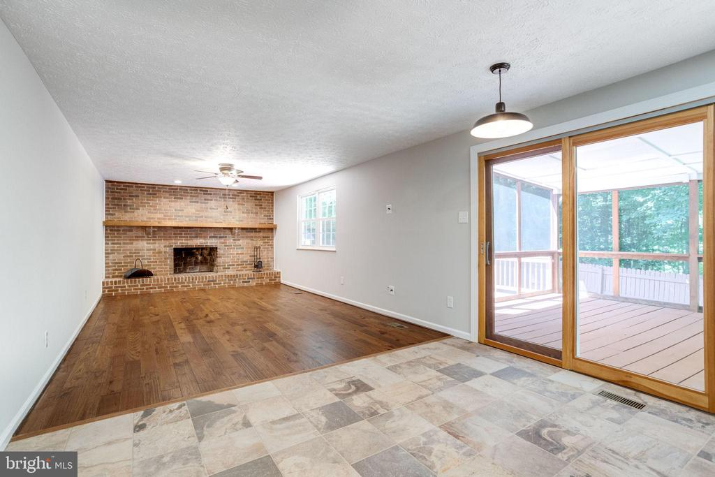 Screened-In Porch Off Kitchen and Family Room - 8848 CREEKSIDE WAY, SPRINGFIELD
