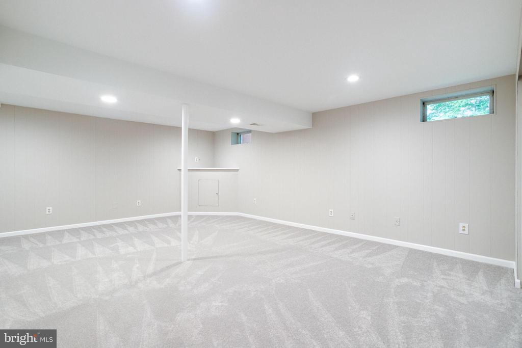 Rec Room Has Brand New Carpet - 8848 CREEKSIDE WAY, SPRINGFIELD
