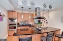 HUGE island & kitchen w/ plenty of storage - 520 1/2 13TH ST SE #A, WASHINGTON