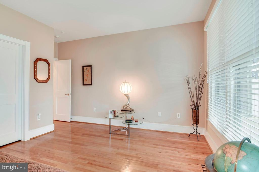 Room for an office in the 2nd br - 520 1/2 13TH ST SE #A, WASHINGTON
